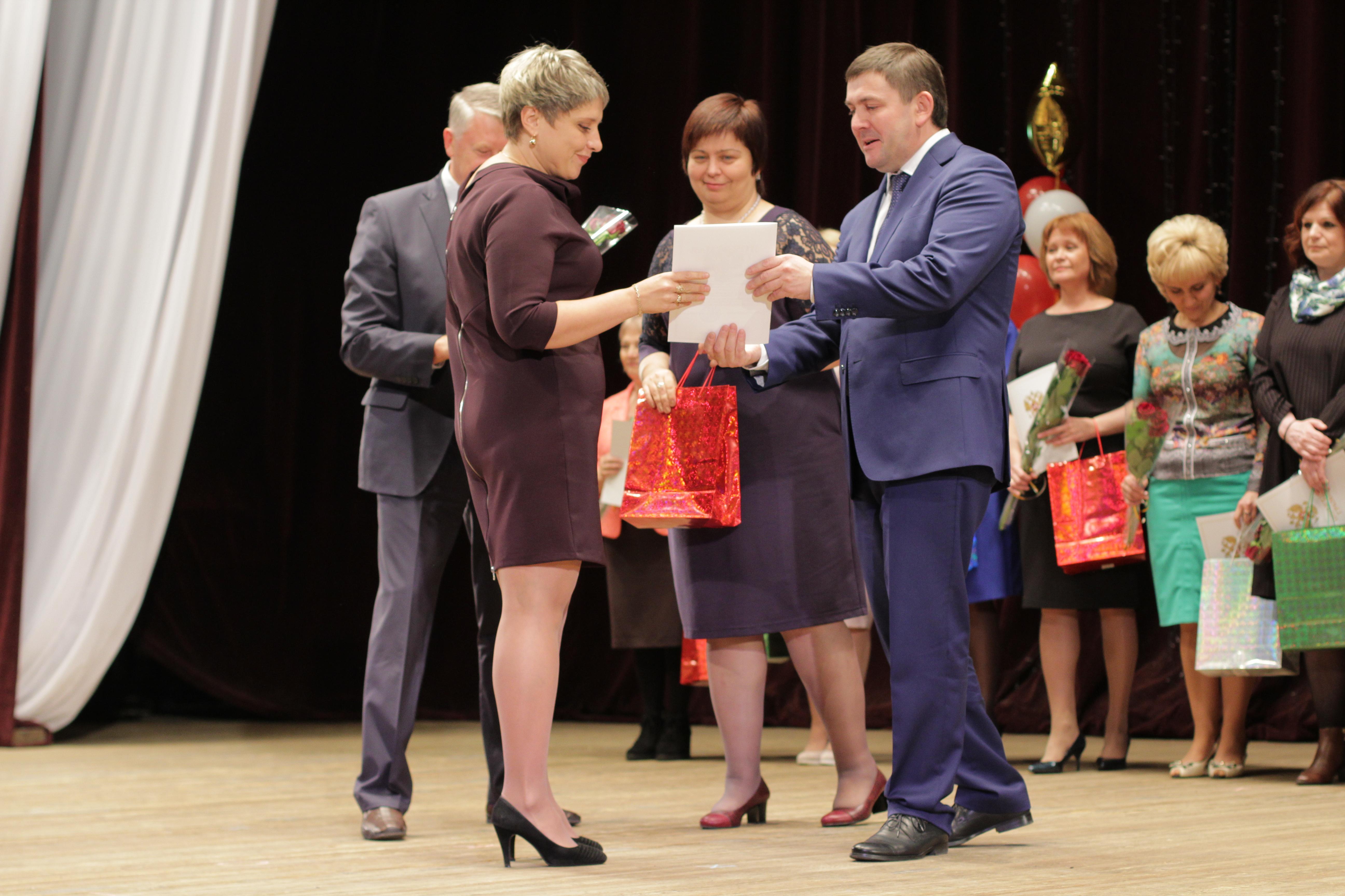 Вручение заслуженных наград педагогам