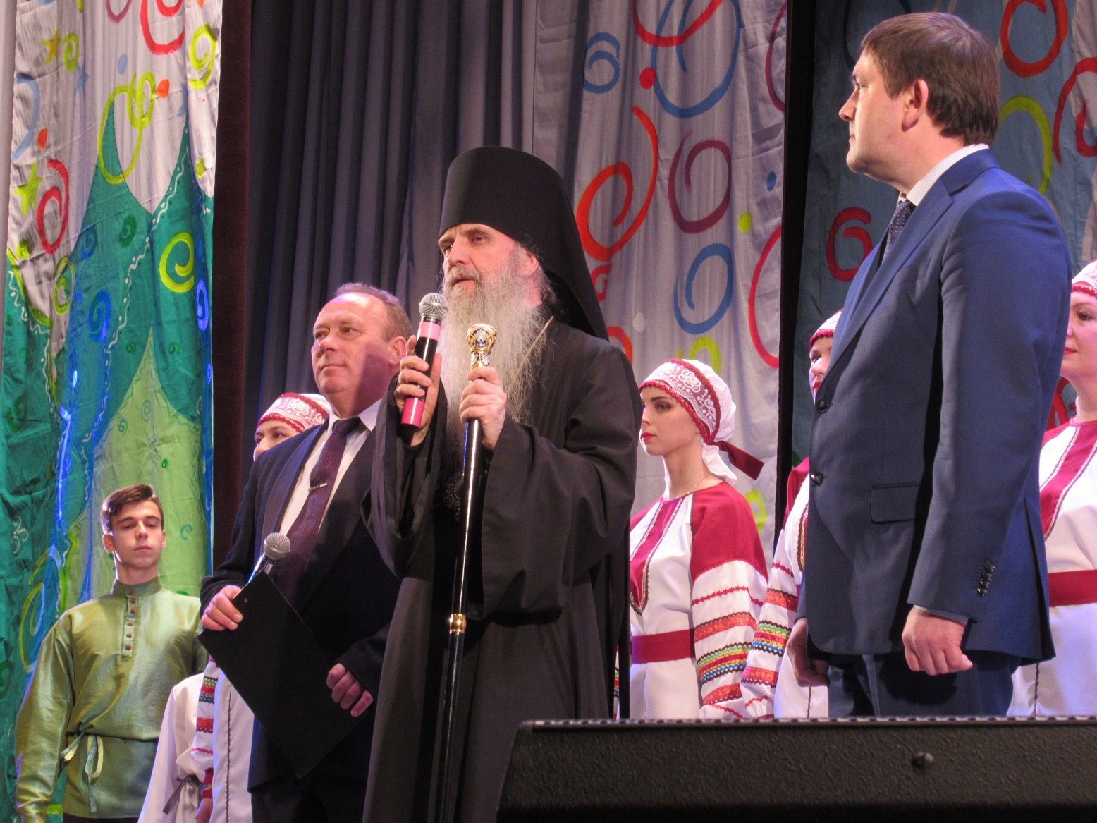 Поздравление от епископа Мефодия и главы города Алексея Шмыкова