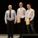 Награждение Дмитрия Григорьева и Даниила Пономарева, задержавших преступника. Вручает капитан полиции Анатолий Сапунджи