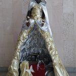 """Фигура, символизирующая """"Серебряную нить"""" в фойе СКЦ"""