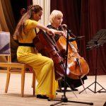 Играет ученица Наталья Горлова и педагог Татьяна Чернышова