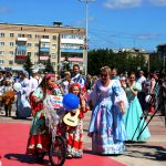 Цыганский табор: Катя Черёмухина и Кристина Волынец